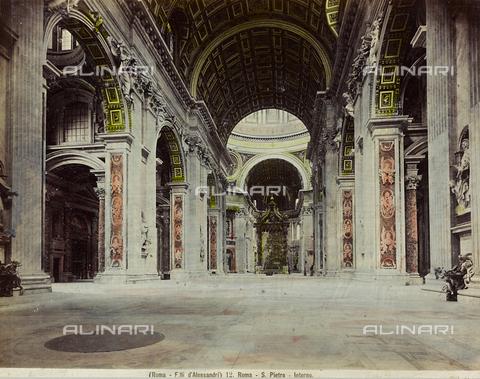 """AVQ-A-000111-0002 - """"Italie - Rome - Mars 1904""""; interno della Basilica di San Pietro, Città del Vaticano - Data dello scatto: 1880-1890 - Raccolte Museali Fratelli Alinari (RMFA), Firenze"""