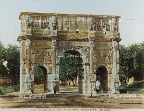 """AVQ-A-000111-0023 - """"Italie - Rome - Mars 1904""""; veduta animata dell'Arco di Costantino a Roma - Data dello scatto: 1880-1890 - Raccolte Museali Fratelli Alinari (RMFA), Firenze"""