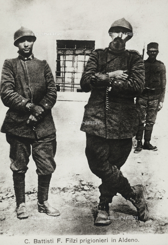 AVQ-A-000133-0004 - Cesare Battisti and Fabio Filzi, prisoners at Aldeno. - Data dello scatto: 10/07/1916 - Archivi Alinari, Firenze