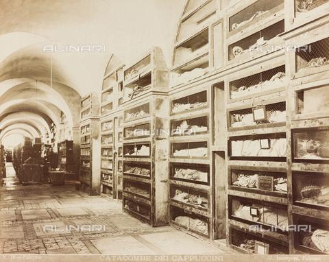 AVQ-A-000136-0004 - Catacombe dei Cappuccini, Palermo - Data dello scatto: 1880-1890 ca. - Raccolte Museali Fratelli Alinari (RMFA), Firenze
