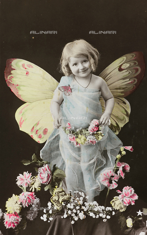 "AVQ-A-000140-0147 - Postcard, portrait of a little girl with butterfly wings and flower, ""Album para Tarjetas postales"""