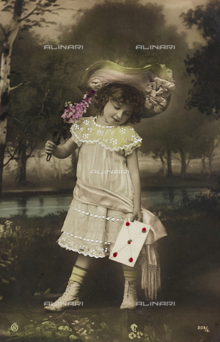 "AVQ-A-000140-0163 - Postcard, portrait of a little girl, ""Album para Tarjetas postales"""