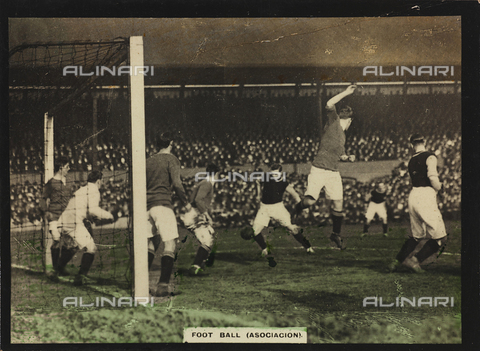 AVQ-A-000146-0099 - Players during a football match