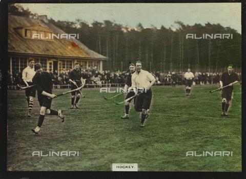 AVQ-A-000146-0104 - Hockey players during a match