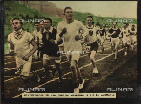 AVQ-A-000146-0118 - A group of athletes during a marathon