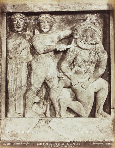 AVQ-A-000169-0041 - Metopa del Tempio C di Selinunte con Perseo e Medusa, Museo Regionale Archeologico di Palermo - Data dello scatto: 1870-1880 - Raccolte Museali Fratelli Alinari (RMFA), Firenze