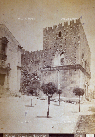 AVQ-A-000209-0001 - View of the left flank of the towered Palazzo Corvaja in Taormina, Italy. On the left, the Church of Santa Caterina d'Alessandria can be identified - Data dello scatto: 1870-1890 ca. - Archivi Alinari, Firenze