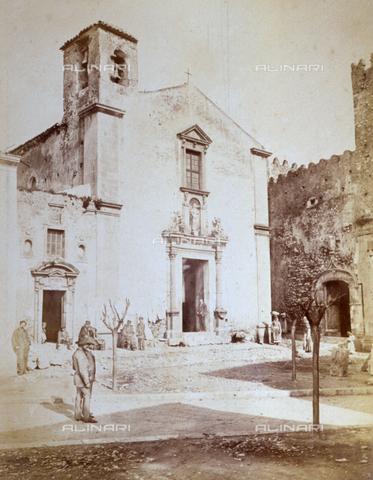 AVQ-A-000209-0004 - Veduta della Chiesa di Santa Caterina d'Alessandria a Taormina - Data dello scatto: 1870-1890 ca. - Archivi Alinari, Firenze