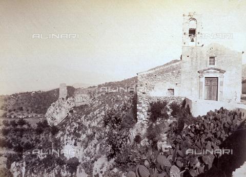 AVQ-A-000209-0022 - The small Church of San Michele entrenched on a rocky hill in Taormina - Data dello scatto: 1870-1890 ca. - Archivi Alinari, Firenze