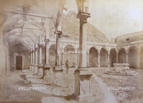 AVQ-A-000209-0025 - View of the Southern cloister of the former Monastery of San Domenico in Taormina - Data dello scatto: 1870-1890 ca. - Archivi Alinari, Firenze