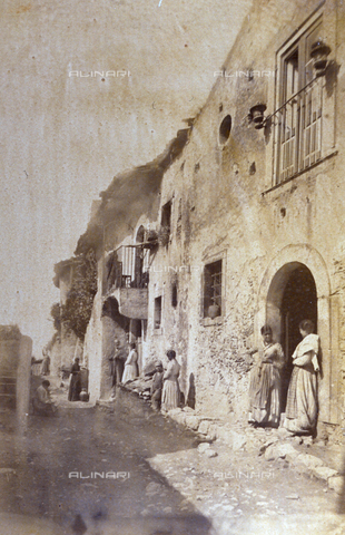 AVQ-A-000209-0028 - A narrow street in Taormina flanked by humble houses. A group of working class people can be identified - Data dello scatto: 1870-1890 ca. - Archivi Alinari, Firenze
