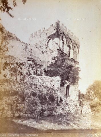 AVQ-A-000209-0039 - View of the old tower called 'Badia Vecchia' in the environs of Taormina - Data dello scatto: 1870-1890 ca. - Archivi Alinari, Firenze
