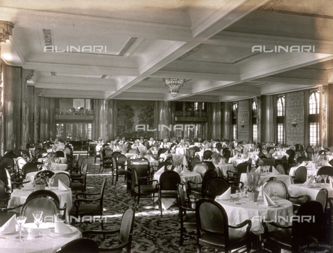 AVQ-A-000213-0022 - Interior of the luxurious, elegantly furnished, first class dining room of the German transatlantic liner 'Cap Arcona'
