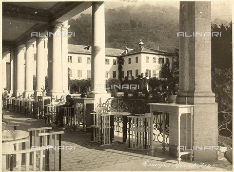 AVQ-A-000218-0010 - The portico of the Grand Hotel in Roncegno. - Data dello scatto: 1929 ca. - Archivi Alinari, Firenze