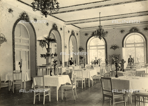 AVQ-A-000218-0011 - The dining room of the Grand Hotel in Roncegno. - Data dello scatto: 1929 ca. - Archivi Alinari, Firenze