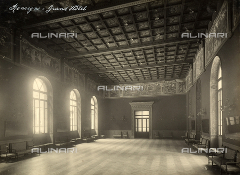 AVQ-A-000218-0012 - A representation hall of the Grand Hotel in Rocegno. - Data dello scatto: 1929 ca. - Archivi Alinari, Firenze