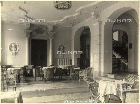 AVQ-A-000218-0016 - A hall of the Grand Hotel in Levico Terme. - Data dello scatto: 1929 ca. - Archivi Alinari, Firenze