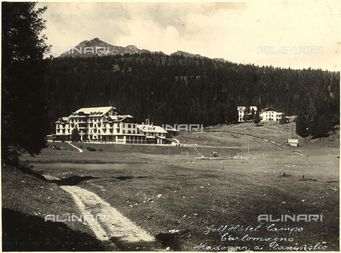 AVQ-A-000218-0023 - The Golf Hotel in the locality of Campo Carlomagno, near Madonna di Campiglio. - Data dello scatto: 1929 ca. - Archivi Alinari, Firenze