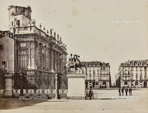 AVQ-A-000258-0003 - Castello square in Turin; on the left Palazzo Madama - Data dello scatto: 1870 ca. - Archivi Alinari, Firenze