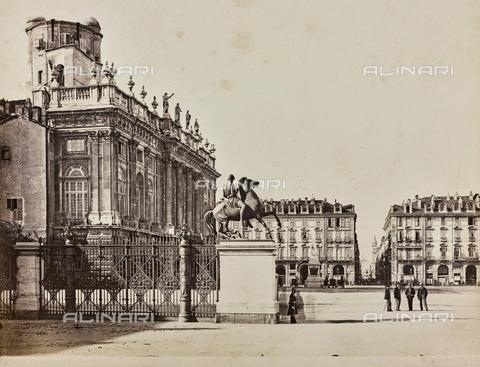 AVQ-A-000258-0003 - Castello square in Turin; on the left Palazzo Madama - Data dello scatto: 1870 ca. - Archivi Alinari, Firenze