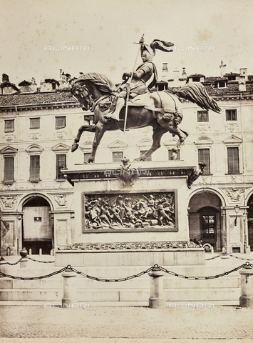 AVQ-A-000258-0008 - Monument to Emanuele Filiberto, Carlo Marochetti (1805-1867), Piazza San Carlo, Turin - Data dello scatto: 1870 ca. - Archivi Alinari, Firenze