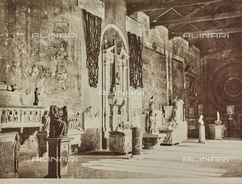 AVQ-A-000258-0027 - Interior of Campo Santo in Pisa. At the center of the wall are the chains of Porto Pisano - Data dello scatto: 1880-1890 - Archivi Alinari, Firenze