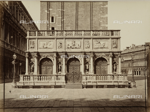 AVQ-A-000258-0035 - Loggetta at the base of S. Marco bell tower, Venice - Data dello scatto: 1870 ca. - Archivi Alinari, Firenze