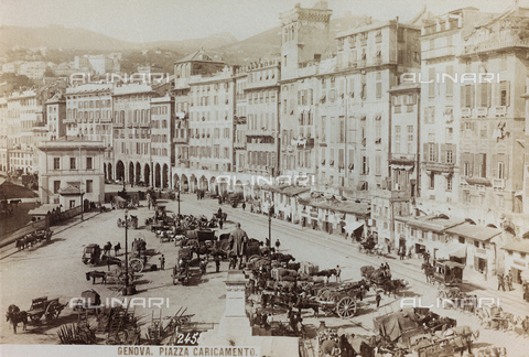 AVQ-A-000284-0006 - View of Piazza Caricamento in Genoa, with the Monument to Raffaele Rubattino realized by Augusto Rivolta - Data dello scatto: 1870-1890 - Archivi Alinari, Firenze