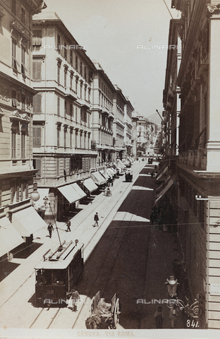 AVQ-A-000284-0010 - Animated view of via Roma in Genoa - Data dello scatto: 1880-1890 - Archivi Alinari, Firenze
