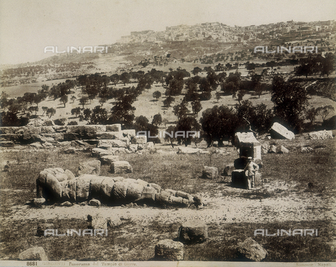 AVQ-A-000330-0005 - Agrigento: a view of the ruins of the Temple of Jupiter - Data dello scatto: 1890 - Archivi Alinari, Firenze