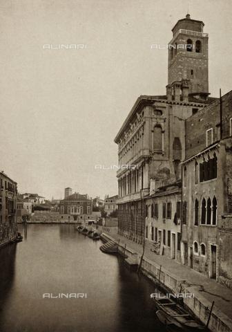 AVQ-A-000427-0018 - Veduta di Rio San Geremia a Venezia, con il campanile della Chiesa di San Geremia - Data dello scatto: 1890-1895 - Archivi Alinari, Firenze