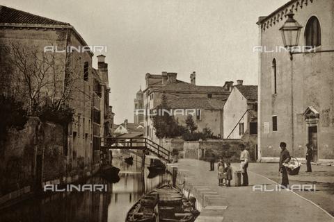 AVQ-A-000427-0034 - Veduta animata di Rio Ognissanti a Venezia - Data dello scatto: 1890-1895 - Archivi Alinari, Firenze