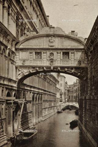 AVQ-A-000427-0039 - Veduta del Ponte dei Sospiri a Venezia - Data dello scatto: 1890-1895 - Archivi Alinari, Firenze