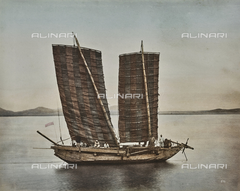 AVQ-A-000433-0059 - Korean wooden boat and jumbo used for the first contacts with the Japanese - Data dello scatto: 30/05/1871 - Archivi Alinari, Firenze