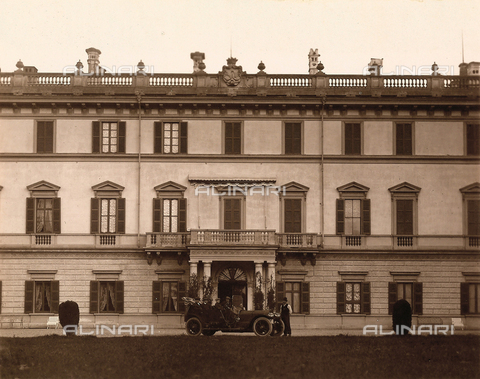 AVQ-A-000443-0003 - Facade of Villa Zina, former Villa Giulia in Bellagio on the Lake Como. The neoclassical villa was built by the count Pietro Venini - Data dello scatto: 1915 ca. - Archivi Alinari, Firenze