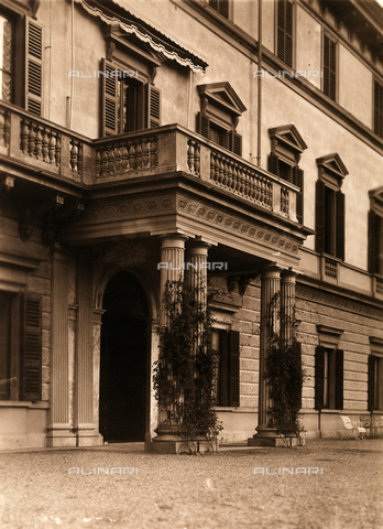AVQ-A-000443-0004 - Entrance of Villa Zina, former Villa Giulia in Bellagio on the Lake Como. The neoclassical villa was built by the count Pietro Venini - Data dello scatto: 1915 ca. - Archivi Alinari, Firenze