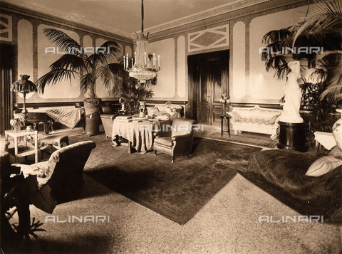 AVQ-A-000443-0013 - A room of Villa Zina, former Villa Giulia in Bellagio on the Lake Como. - Data dello scatto: 1915 ca. - Archivi Alinari, Firenze