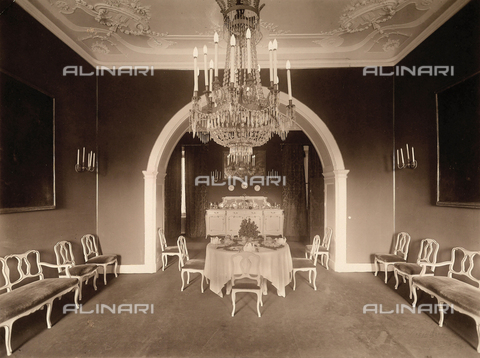 AVQ-A-000443-0016 - Dining room of Villa Zina, former Villa Giulia in Bellagio on the Lake Como. - Data dello scatto: 1915 ca. - Archivi Alinari, Firenze