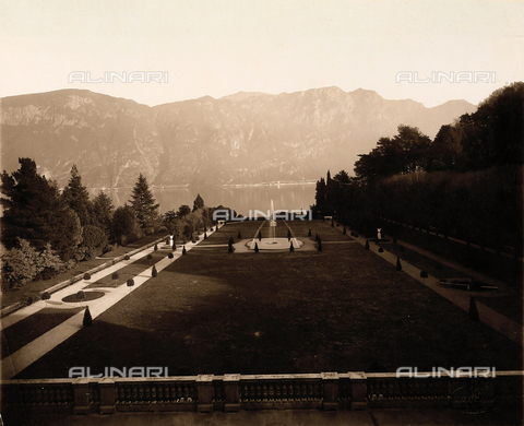 AVQ-A-000443-0021 - View of the park of Villa Zina, former Villa Giulia in Bellagio on the Lake Como. - Data dello scatto: 1915 ca. - Archivi Alinari, Firenze