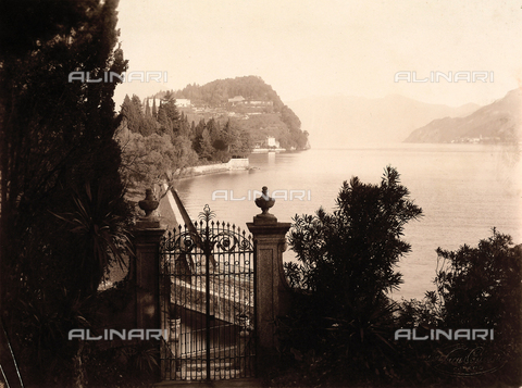 AVQ-A-000443-0035 - View of Lake Como from Villa Zina, former Villa Giulia in Bellagio - Data dello scatto: 1915 ca. - Archivi Alinari, Firenze