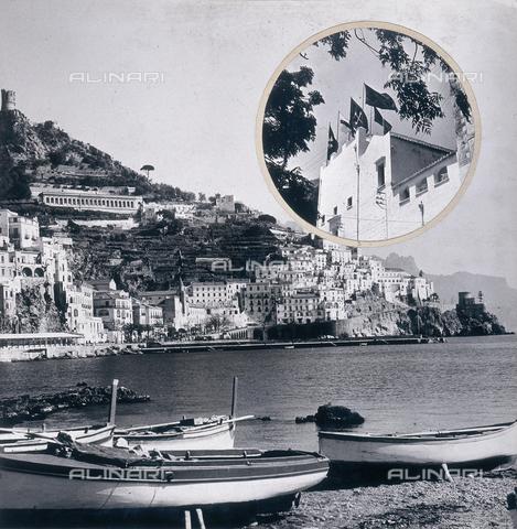 """AVQ-A-000464-0001 - Panorama della città di Amalfi in occasione della """"Regata delle antiche Repubbliche Marinare"""" - Data dello scatto: 1957 - Archivi Alinari, Firenze"""