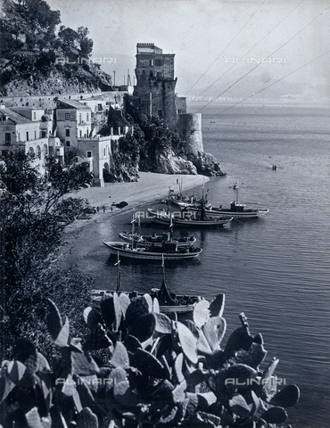 """AVQ-A-000464-0015 - Some boats on the Amalfi coast on the occasion of the """"Regata delle antiche Repubbliche Marinare"""" held in Amalfi in 1957 - Data dello scatto: 1957 - Archivi Alinari, Firenze"""
