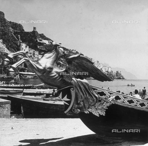 """AVQ-A-000464-0059 - Detail of the prow of a ship participating to the """"Regata delle antiche Repubbliche Marinare"""" held in Amalfi in 1957 - Data dello scatto: 1957 - Archivi Alinari, Firenze"""
