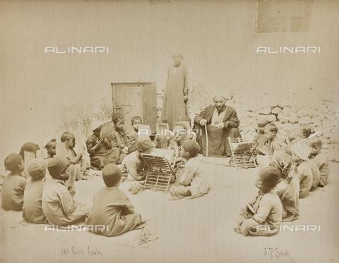 AVQ-A-000523-0005 - Bambini in una scuola araba, Egitto - Data dello scatto: 1880 - 1890 - Raccolte Museali Fratelli Alinari (RMFA), Firenze