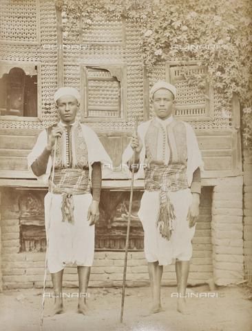 AVQ-A-000523-0007 - Servitori egiziani in uniforme - Data dello scatto: 1880 - 1890 - Raccolte Museali Fratelli Alinari (RMFA), Firenze