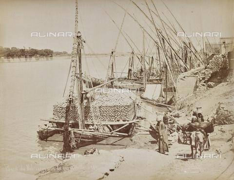 AVQ-A-000523-0019 - Una zattera egiziana carica di recipienti di terracotta - Data dello scatto: 1880 - 1890 - Raccolte Museali Fratelli Alinari (RMFA), Firenze