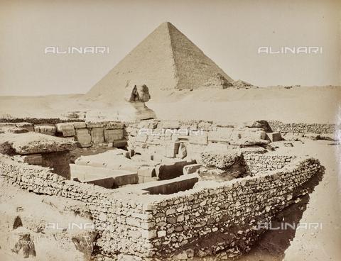 AVQ-A-000523-0029 - La grande piramide, la Sfinge ed il tempio rovinato del Tempio della Sfinge, Necropoli di Giza - Data dello scatto: 1880 - 1890 - Raccolte Museali Fratelli Alinari (RMFA), Firenze