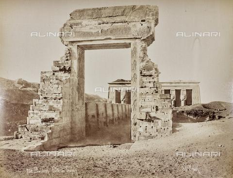 AVQ-A-000523-0034 - La porta di Traiano a Dendera, Egitto - Data dello scatto: 1880 - 1890 - Raccolte Museali Fratelli Alinari (RMFA), Firenze