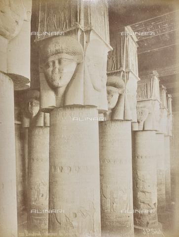 AVQ-A-000523-0035 - Colonne all'interno del tempio di Halhor, Dendera, Egitto - Data dello scatto: 1880 - 1890 - Raccolte Museali Fratelli Alinari (RMFA), Firenze
