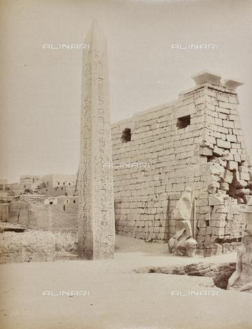 AVQ-A-000523-0036 - Obelisco del tempio di Ramses II, Luxor, Egitto - Data dello scatto: 1880 - 1890 - Raccolte Museali Fratelli Alinari (RMFA), Firenze